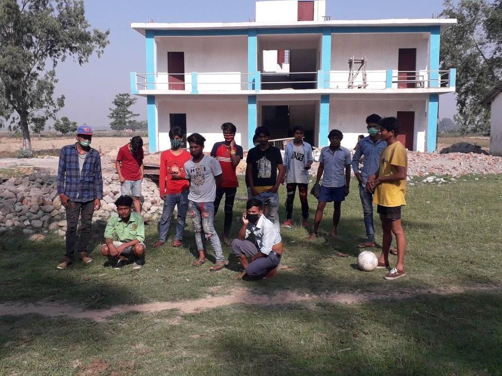 लालझाडि गाउपालिकाले भारतकाे बिभिन्न ठाउबाट अएका ४८ जनाइ उद्धार