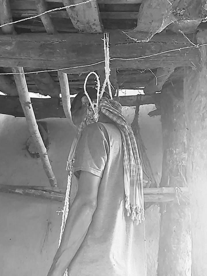 कञ्चनपुर , बेलौरीमा एक जना झुन्डिएकाे अवस्थामा मृत फेला परेकोछ ।