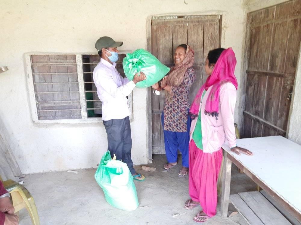NNSWA शाखा कार्यालय बेलाैरी द्वारा आपाङग हरुका लागि राहत बितरण
