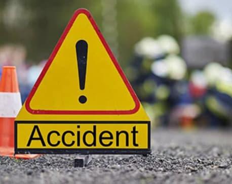 अत्तरिय सडक खण्डमा माेटर साइकल दुर्घटना हुँदा एक जनाकाे अवस्था चिन्ता जनक