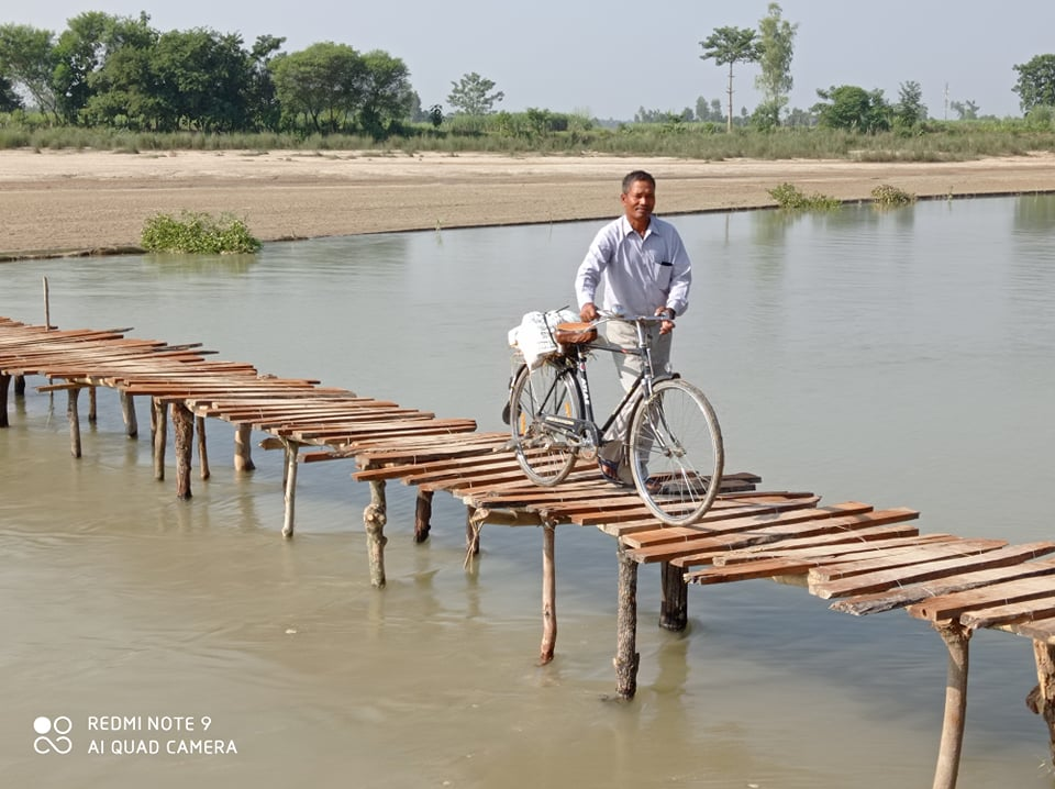 दोदा नदिमा पुल नहुदा आवत जावत गर्न अबठ्याराे