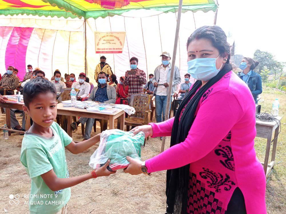 संयुक्त नेपाल अनाथ तथ असहाय वावलवलिका समाजले असहाय बालबलिकालाई कपडा तथा शैक्षिक समाग्रि वितरण