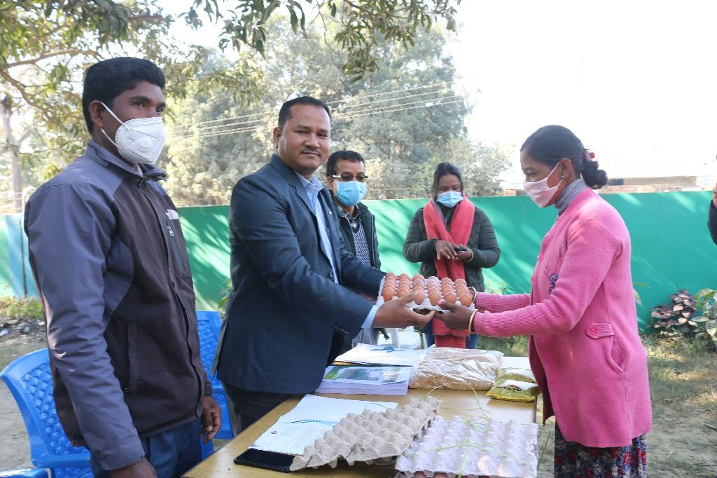 धनगढी १५ मा सुनौलो हजार दिन सुत्केरी आमाहरुलाई पौष्टिकयुक्त खानेकुरा वितरण