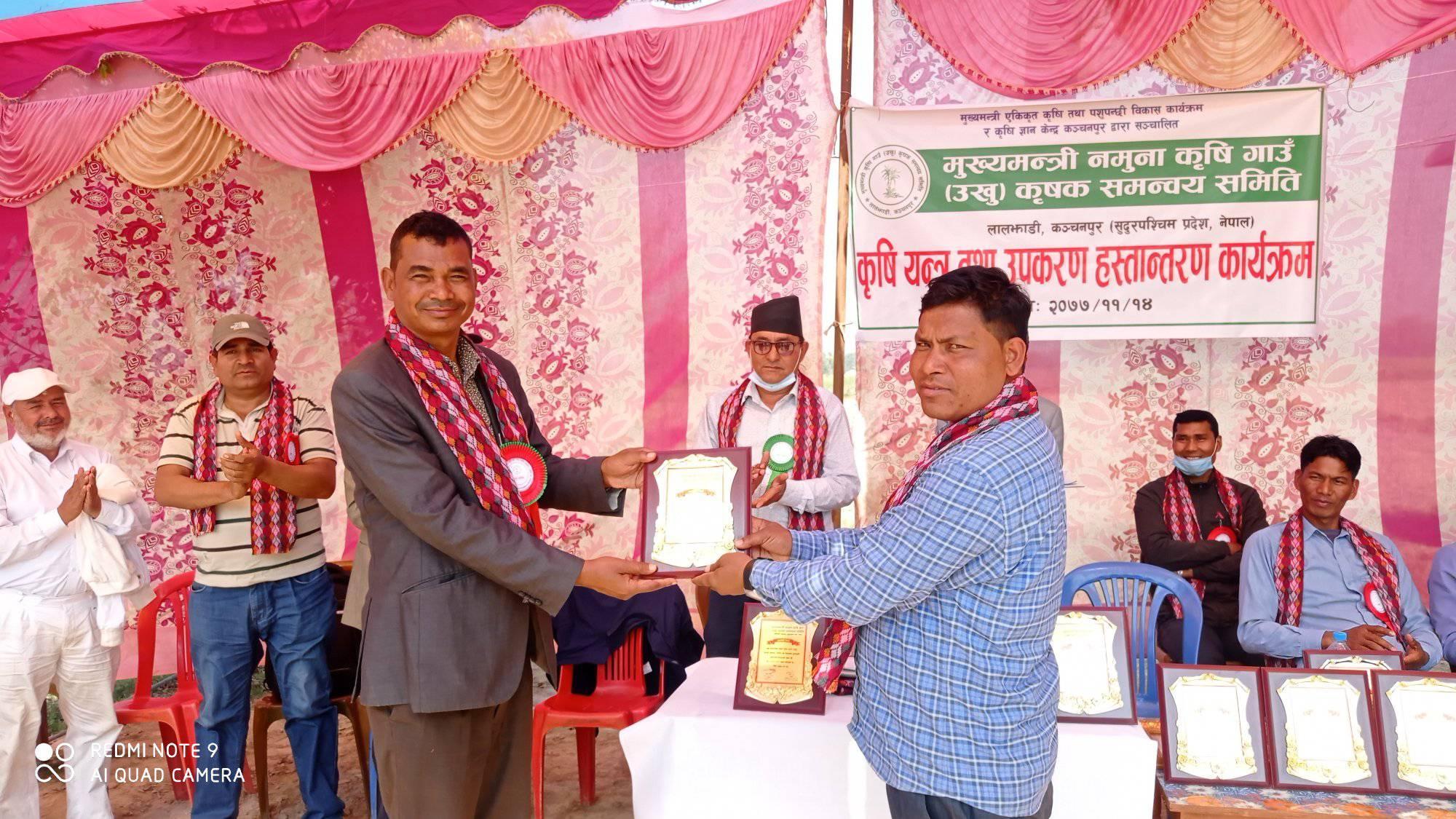 कञ्चनपुरका  उखु कृषकहरुलाई अनुदानमा कृषि यन्त्र तथा उपकरण वितरण