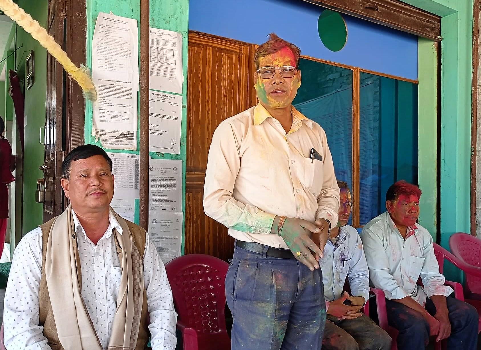 धनगढी ७ को वडा कार्यालयले होरीको शुभकामना आदनप्रदान कार्यक्रम
