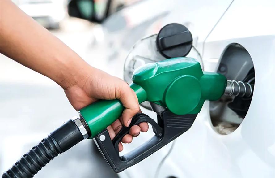 आयल निगमले फेरी बढायो पेट्रोल र ग्यासको मूल्य