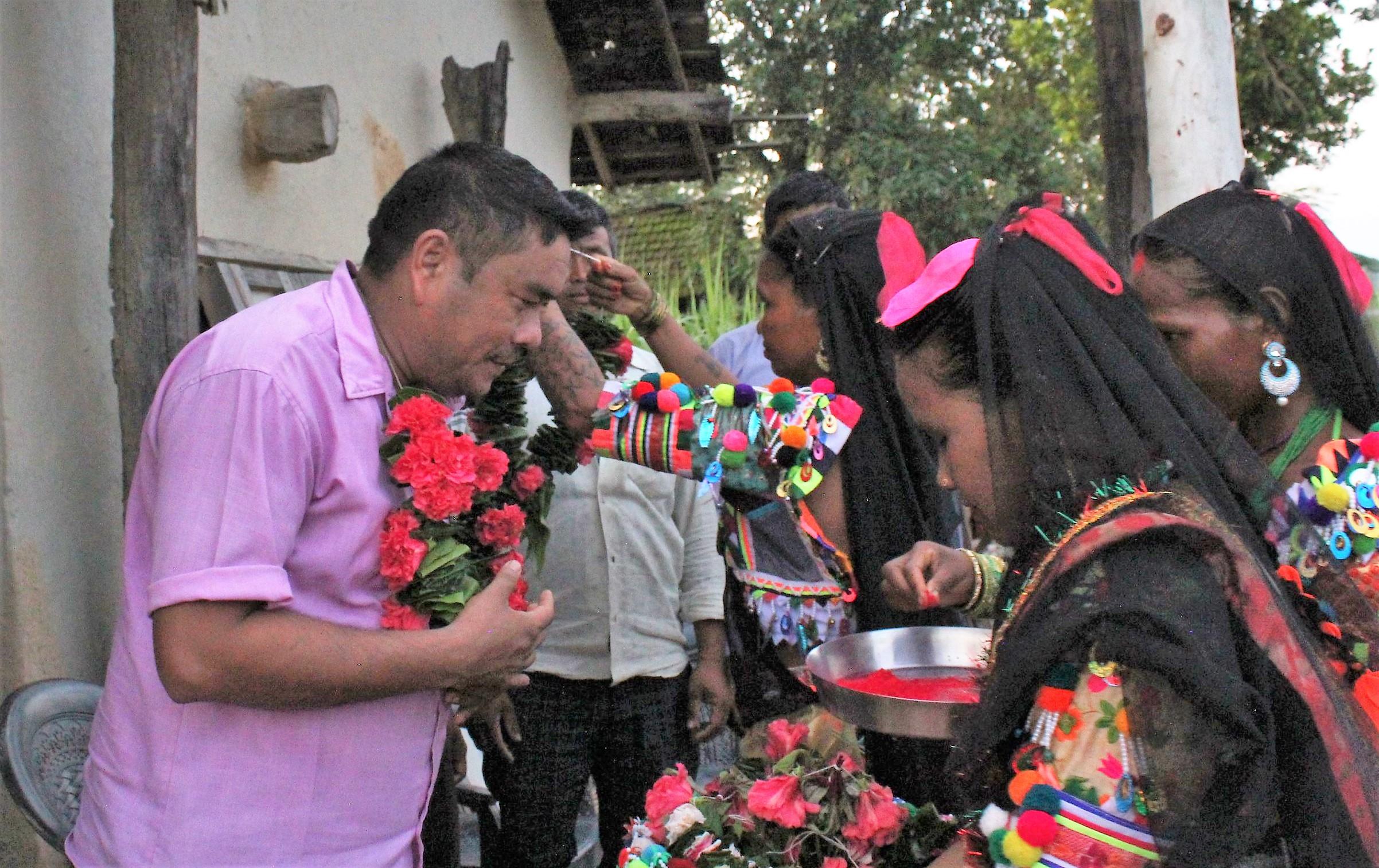रानाथारु सामुदायमे तिजको रौनक ,चन्देव गाउँमे सामनडोलाक उदघाटन