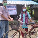 दलित समूह तथा संजालमा आवद्ध महिलाहरुलाई साईकल हस्तान्तरण