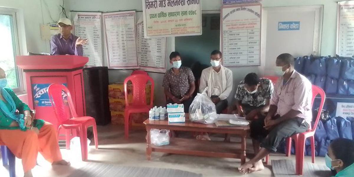 कञ्चनपुरमा बाढीपीडित परिवारलाई स्वास्थ्य सामग्री वितरण